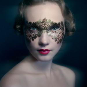 http://www.bellezzascontata.com/wp-content/uploads/2014/10/face-lace-300x300.jpg